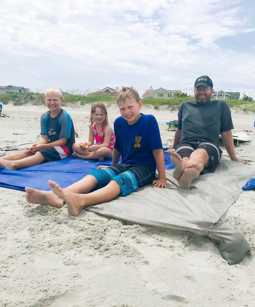 Family Beach Blanket: What To Pack For A Family Beach Vacation